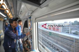 BUMN Hadir- Peserta SMN jajal LRT Palembang