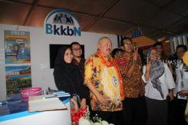 Gubernur Sumsel Alex Noerdin sosialisasikan Program KB