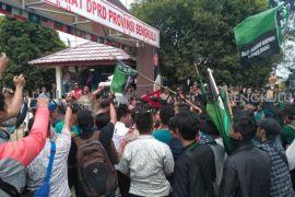 Delapan personel polisi terluka amankan demonstrasi