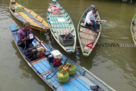 Nelayan palembang: selamat tinggal BBM