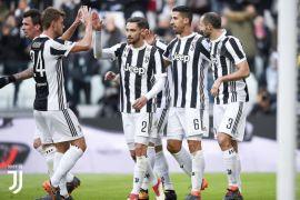 Juventus pecundangi Milan perlebar jarak dengan Napoli