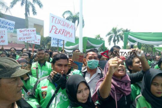 Aksi 234,  Ribuan ojek daring 'serbu' gedung DPRD
