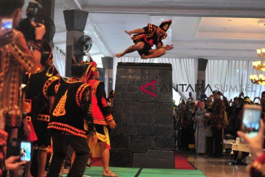 Meriahnya Festival adat Nias di Griya Agung
