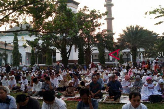 Atlet Asian Games sholat ied di Masjid Agung Palembang