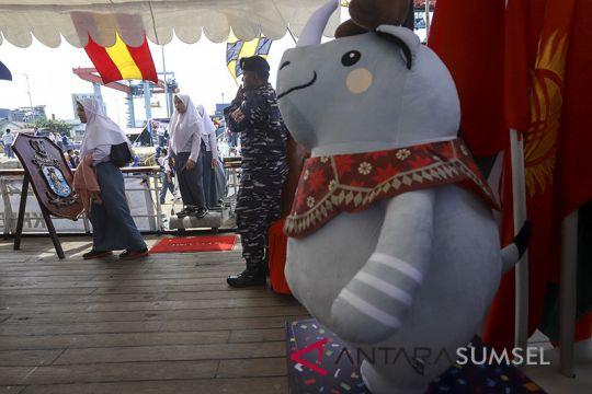 Asian Games - KRI Dewaruci gelar nobar pembukaan AG di Palembang