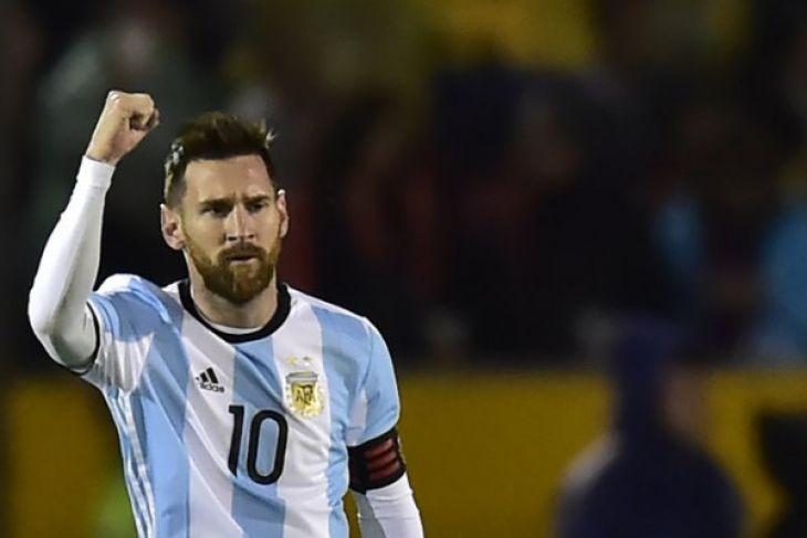 Frustasi Messi menghadapi lini belakang Islandia