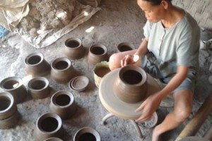 Gerabah Klipoh Melintasi Candi Borobudur