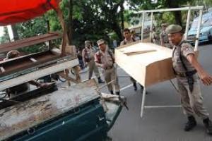 Satpol PP Semarang Bongkar Lapak Pedagang Dugderan