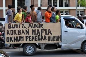 DUKUNG TERDAKWA PENEBANG BAMBU