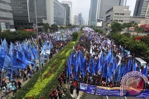 Buruh Semarang Tuntut UMK Rp2,274 Juta