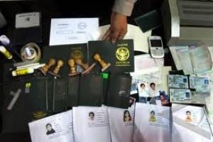 Dokumen 42 WN Iran dan Afganistan Diperiksa