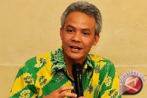 Gubernur Wacanakan PNS Pemprov Pakai Baju Tradisional