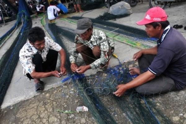Dampo Awang Desak Pemkab Rembang Bantu Nelayan Cantrang