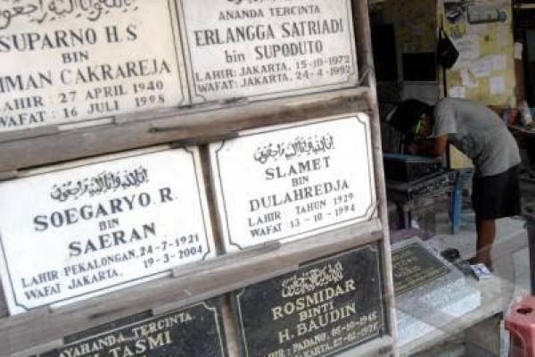 Perhutani Setujui Pemasangan Nisan Kuburan Plumbon