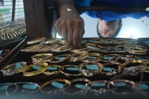 Harga Turun, Penjualan Perhiasan Emas Masih Stabil