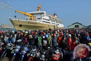 1.824 Pemudik Kapal Perang Tiba di Tanjung Emas