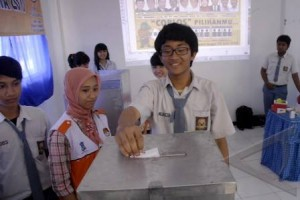 KPU Kudus simulasikan pencoblosan pada pemilih pemula (VIDEO)