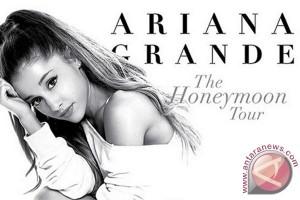 Penyanyi Remaja Amerika Ariana Grande Hibur Pengunjung IIMS