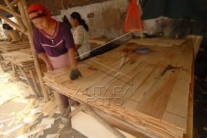 Ekspor Kayu Lapis Temanggung Turun 30 Persen