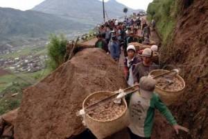 Pantau Tebing Longsor, BPBD Banjarnegara Imbau Masyarakat Tingkatkan Kewaspadaan