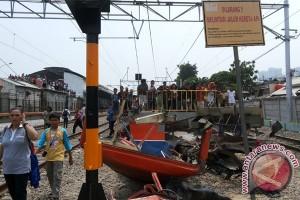 Korban Jiwa Akibat Tabrakan Kereta-Metromini Menjadi 18 Orang