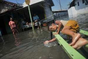 Floods Inundate Three Villages in Pekalongan