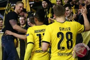 Dortmund datangkan bek timnas Swis