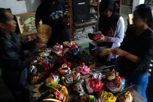 Komunitas Lima Gunung Pamerkan Topeng di Bandung