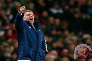 Beda nasib dengan Hughes, Everton justru pecat pelatih Sam Allardyce