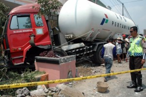 Antisipasi Kecelakaan Truk Elpiji, Pertamina Gelar Simulasi Pengamanan