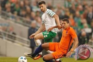 Thibaut Courtois Ingatkan Belgia untuk Waspadai Shane Long