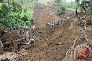 Landslide Buries Six In Kebumen, C Java