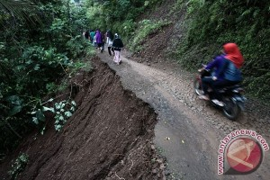 Landslide Isolates Bingkeng Village, Cilacap District