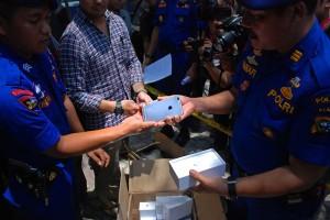 Polairud Riau Sita 13 ribu iPhone, Galaxy, Xiaomi, Acer