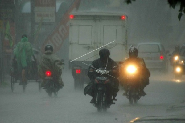 Pesisir/pegunungan Jawa Tengah berpotensi hujan lebat