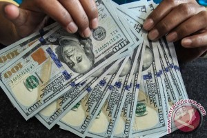 Dolar AS Turun Meski Data Ekonomi Positif