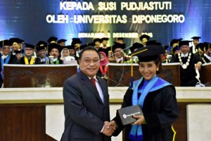 Fisheries Minister Susi Pudjiastuti  Awarded Honorary Doctorate Degree
