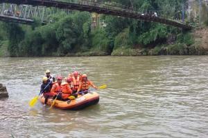 Ribut Hanyut di Sungai Gara-gara Balap Renang