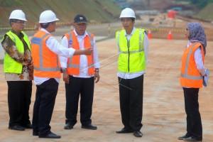 PRESIDEN TINJAU PROYEK TOL BATANG-SEMARANG