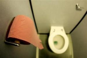Ahli Kesehatan: Kebiasaan Gunakan HP ke Toilet bisa Bikin Sakit karena Kuman