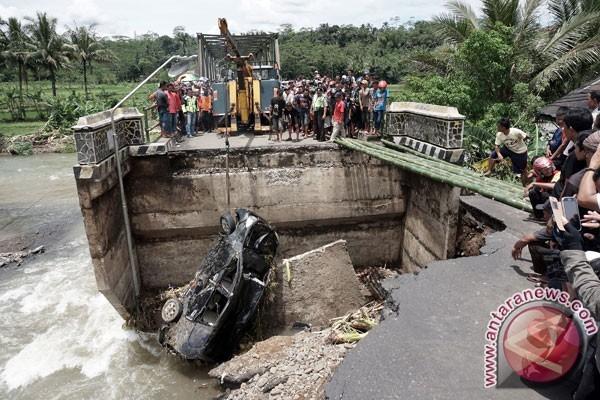 Ambles, Jembatan Klawing Purbalingga Mulai Diperbaiki