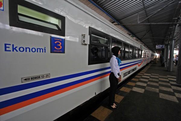 Jalur KA Semarang-Jakarta kembali lancar