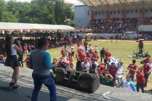Hari Buruh di Semarang Diwarnai Bagi Doorprize