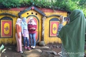 Kampung Kurcaci Tawarkan Wisata Alam