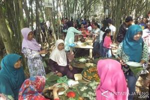Wisatawan Mancanegara Tertarik Kunjungi Pasar Papringan Temanggung