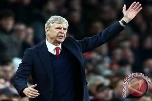 Wenger: Minta bos MU Mourinho berhenti mengeluh kalah kaya dengan City