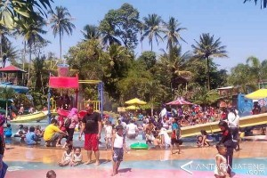 Ribuan Pengunjung Padati Pikatan Water Park Temanggung