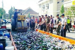 Polres Batang Musnahkan 2.000 Botol Minuman Beralkohol