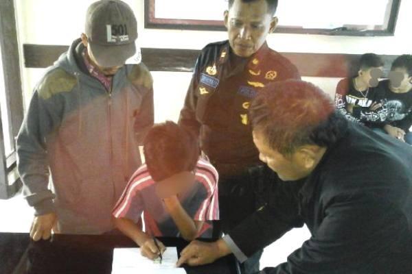 Petugas Tangkap Bocah Pasang Batu di Rel Kereta Api