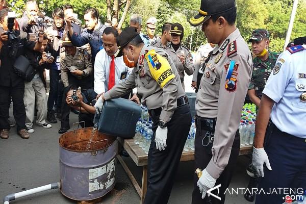 Polisi Solo Musnahkan Ribuan Liter Minuman Beralkohol